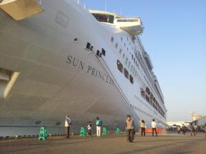 金沢港寄港最大のクルーズ船
